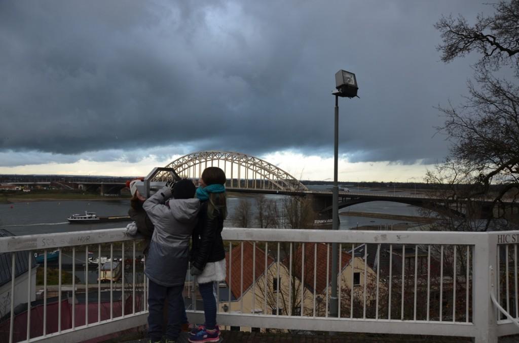 Uitkijken op de Waal in Nijmegen