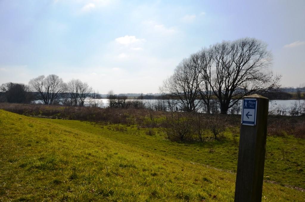 Wandelen langs de Maas in Arcen
